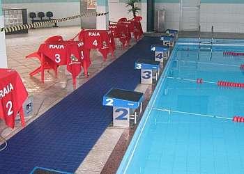 Piso plástico para piscina