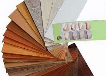 Piso de plastico que imita madeira