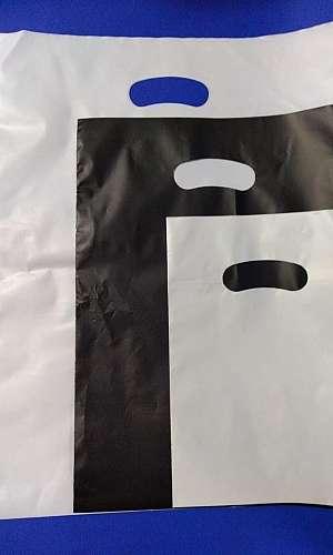 Sacola plástica alça vazada